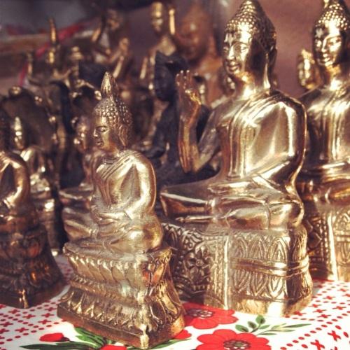 5-Bouddhas-decoration-asiatique-kitsch