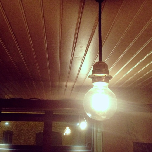 11.sakebar-paris-light-bulb