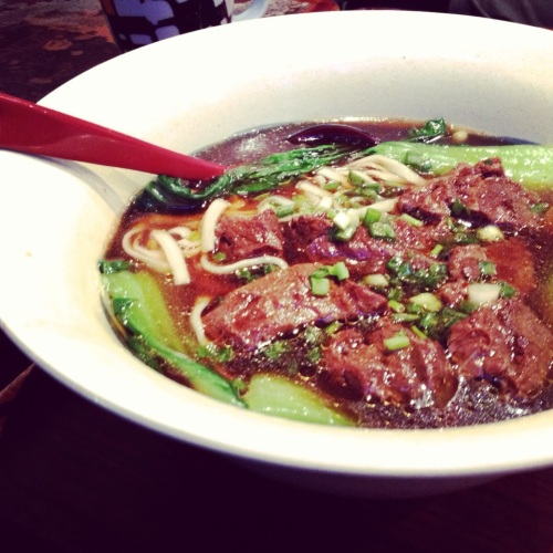 restaurant-taiwanais-zenzoo-niojomian-soupe-nouilles-viande-legumes