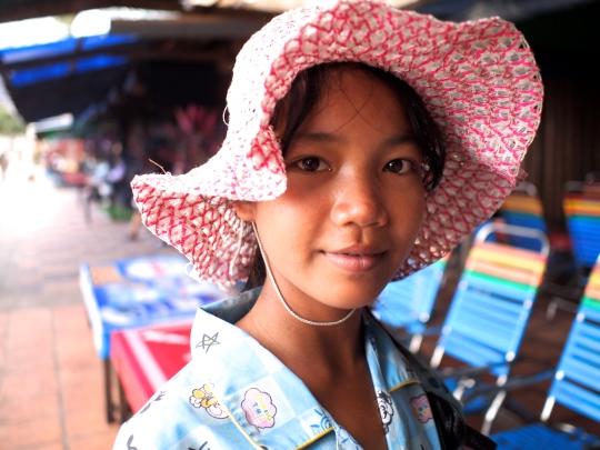 cambodge-jolie-jeune-fille-vendeuse-sihanoukville