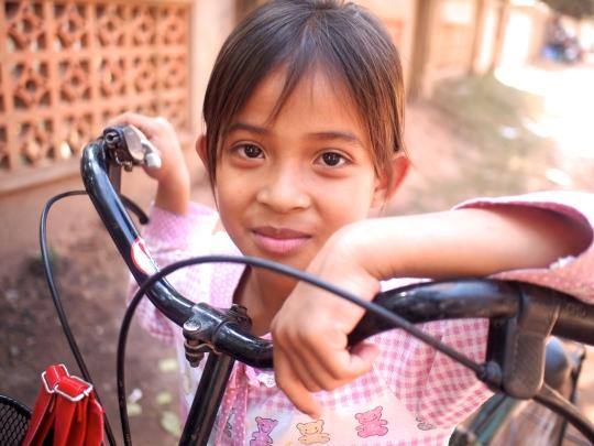 cambodge-enfant-siem-reap-velo
