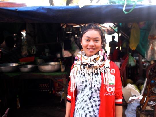 cambodge-belle-jeune-fille-cuisine