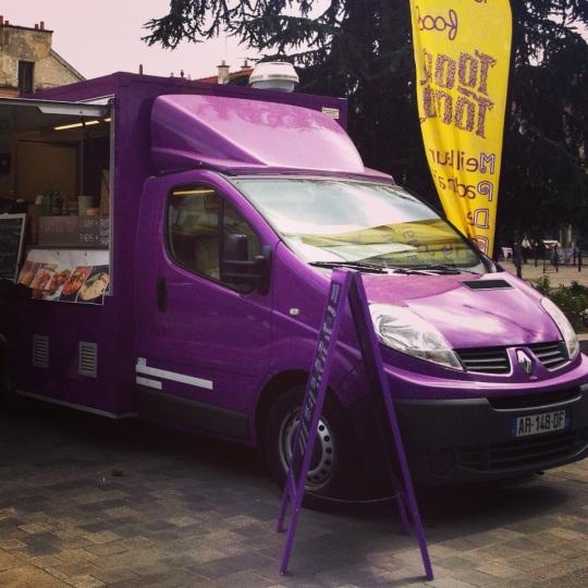 Cherchez le camion violet