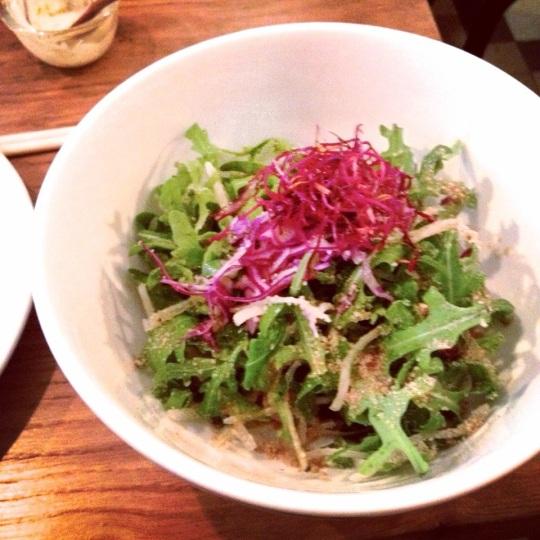 Salade Daikon Roquette Chou Rouge Sésame de Peco Peco